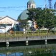 白土湖から教会を眺める。