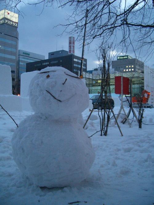 雪まつり会場のゆきだるま。